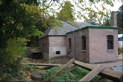 2020 Het herstelde molengebouw met Molengoot